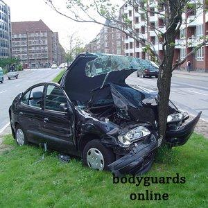 Чорні автомобілі самі аварійні