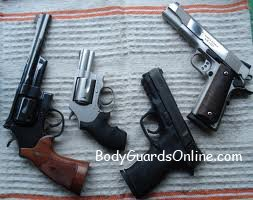 Трохи про пістолети і револьвери