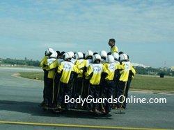 Новий рекорд: індійські військові посадили на один мотоцикл 54 людини.