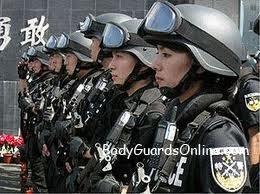 Красуні, спортсменки, активістки -  ось тільки всі в уніформі.