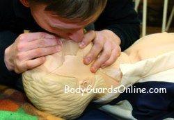 Медична підготовка для тілоохоронця, в окремих моментах, є важливіше стрільби та рукопашки.