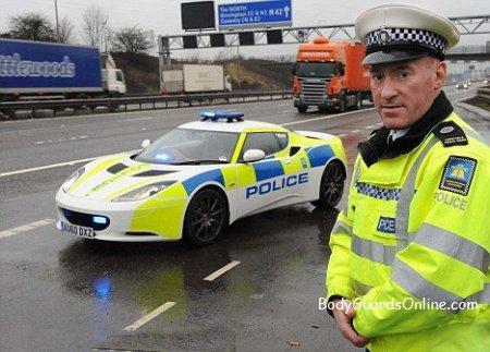 Оцініть транспорт Британських поліцейських - це Lotus Evora.