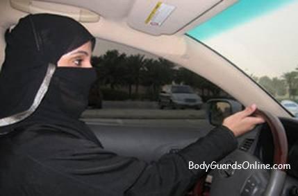 У Саудівській Аравії жінку відправили під суд за те, що вона керувала автомобілем