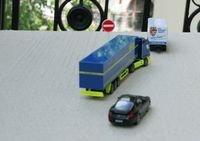 Хто головніший на дорозі - легковушки або фури? І як уникнути ДТП?